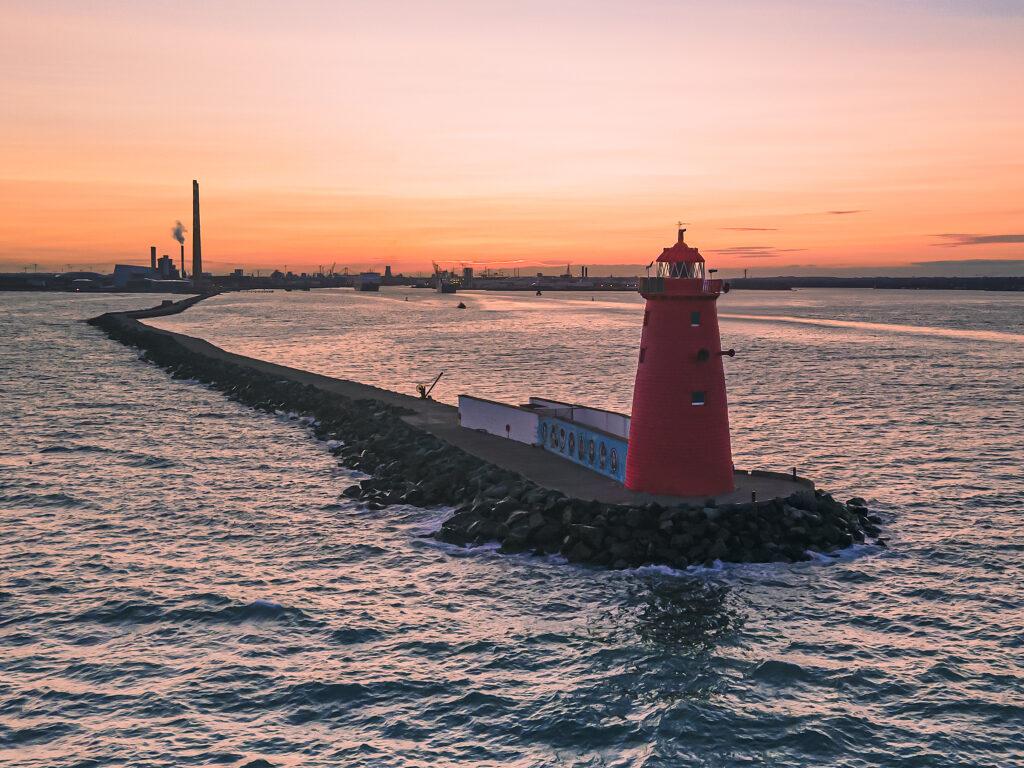 Walks in Dublin Poolbeg Lighthouse